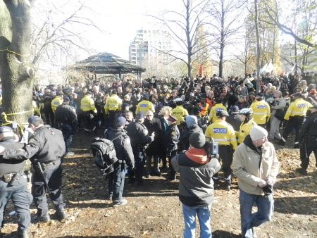 Police, Occupiers and Media inside the park midway through the raid