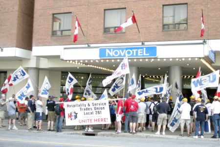 PHOTO UNITE HERE Rally at Ottawa Novotel, May 20