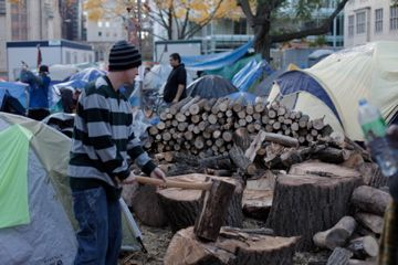 A man chops wood for the sacred fire. (photo by Kristyna Balaban: online only)