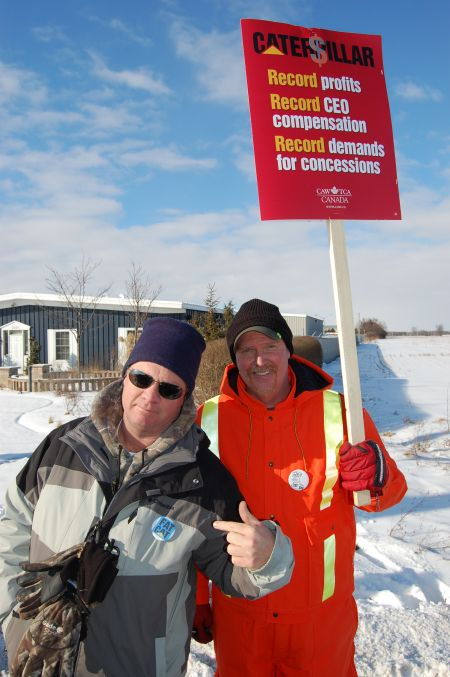 Ken Ogglesby (left) and Jim McManus (right) joined the picket line outside the Electro-Motive Diesel plant in London, Ont. on Jan. 21. Both men worked at the plant when it was owned by General Motors for 15 and 25 years respectively. Photo: Mick Sweetman