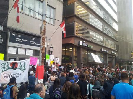 Rally outside Indigenous and Northern Affairs office in Toronto, with twelve occupiers inside. April 19, 2016.