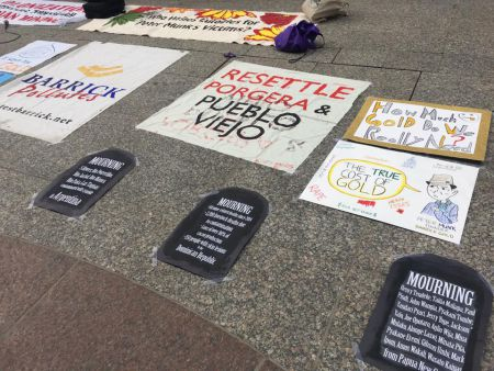 Outside Barrick's HQ, posters and banners were placed on the floor, while people held vigil outside on the street until 5pm, engaging passersby.